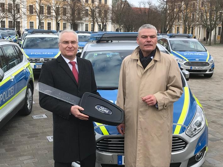 Ford übergibt 47 S-MAX-Funkstreifenwagen an das Land Sachsen-Anhalt