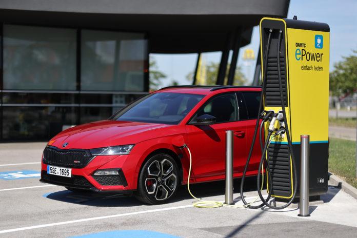 Mild- und Plug-in-Hybrid und Erdgas