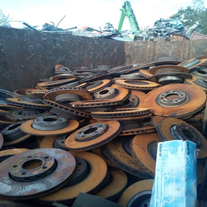 Führen Sie Ihren Metallschrott Dem Schrott-Recycling Zu In Düren