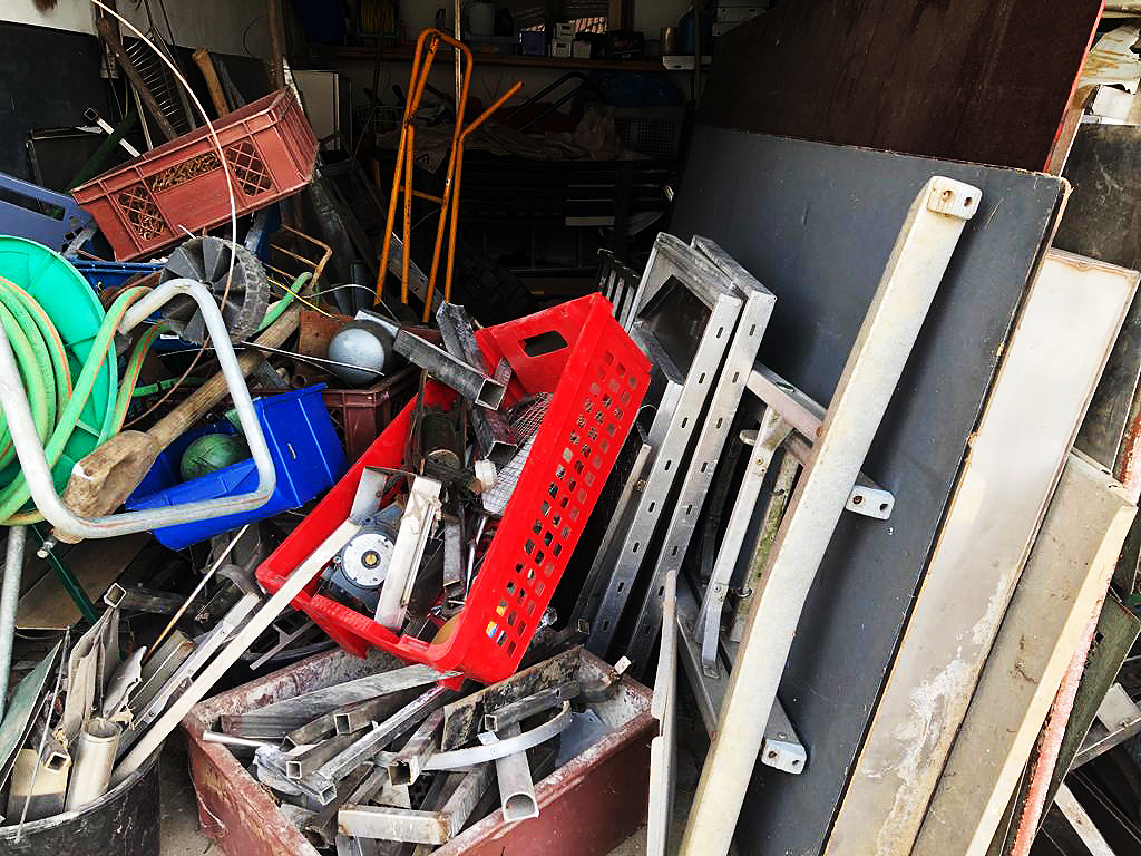 Schrottabholung-top: Müll in Deutschland wegwerfen ist nicht einfach.