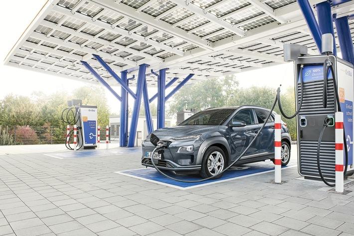 EnBW kurbelt E-Mobilitätsinitiative im Unternehmen an Dienstwagenflotte wird komplett auf Elektro- und Hybrid-Modelle umgestellt - Mitarbeiter*innen leasen 560 E-Autos zu attraktiven Konditionen