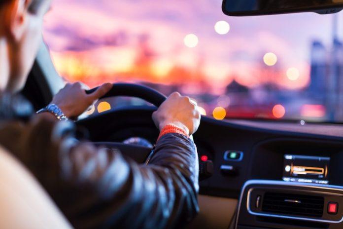 21 Prozent der Autofahrer in Deutschland verbringen mindestens eine Stunde pro Werktag hinter dem Steuer.