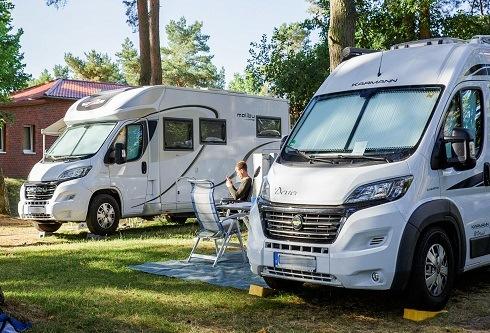 Welches Wohnmobil passt zu Dir? Unverzichtbare Tipps zum Campingauftakt Die gängigsten Miet-Mobile und Tipps für Einsteiger Rechtzeitige Buchung entscheidend Sonderkredit zum Wohnmobil-Kauf